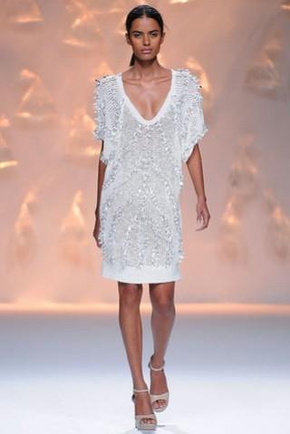 sita-murt-desfile-pv-2013-vestido-calado-blanco