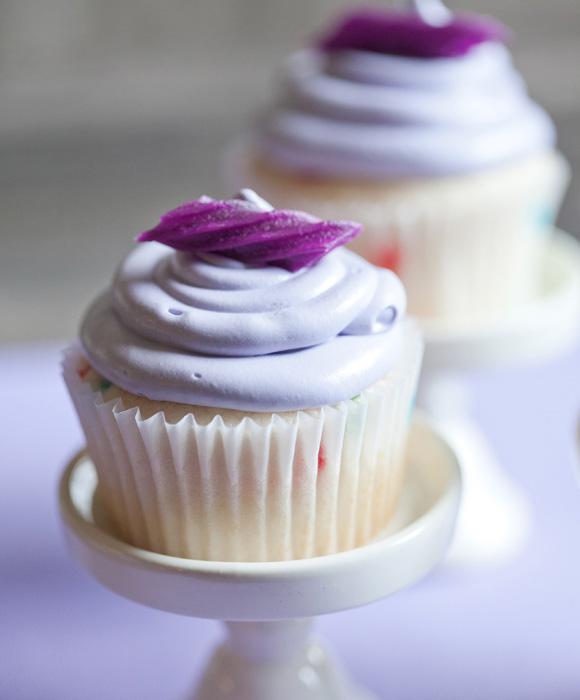 2012-04-09-lavendar-cupcakes-lemonade-closeup-580w